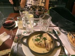 My meal of poulet et sauce à la crème et le fromage.