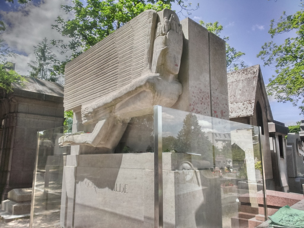 The grave of Oscar Wilde.