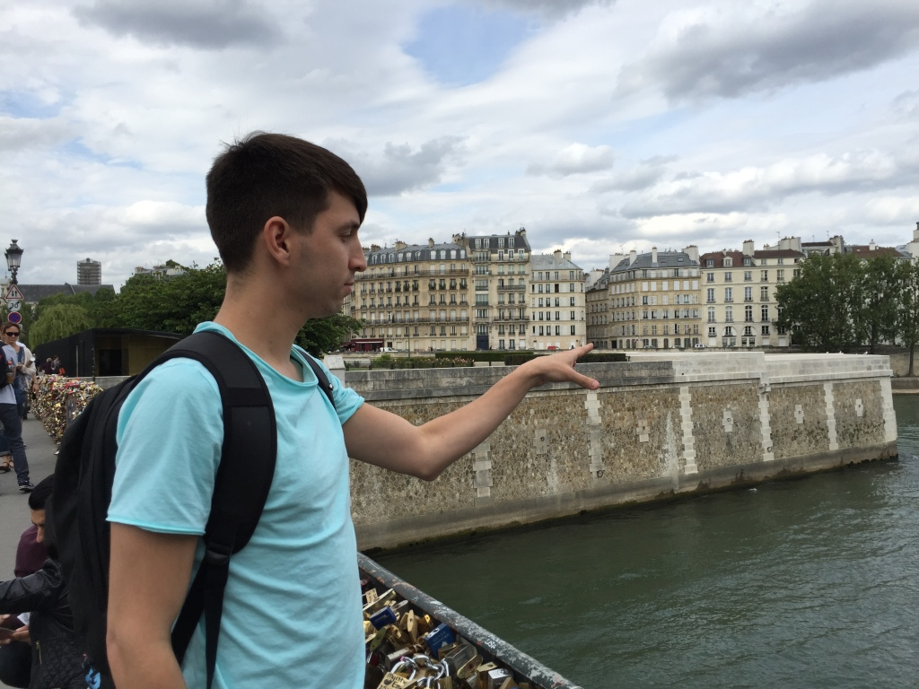 Throwing the key in to Seine.